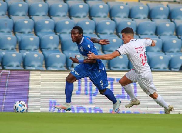 Elvis Sakyi sent off in Maccabi Petah Tikva home win