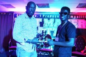 RDee receiving his award