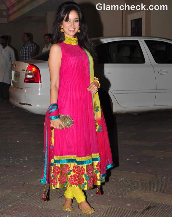How dress Dussehra 2012 bollywood celeb Vidya Malvade