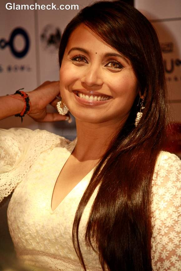 DIY Rani Mukherjee Glossy Side Swept Hairstyle