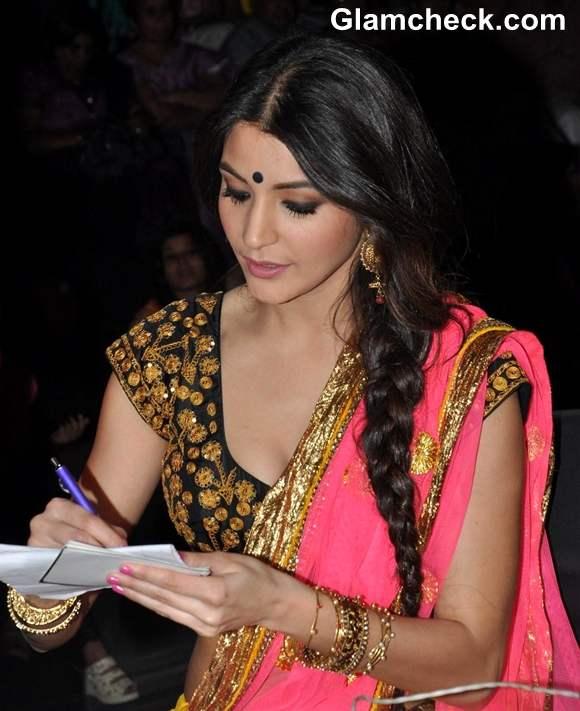 Anushka Sharma In Masaba Gupta On The Sets Of Nach Baliye