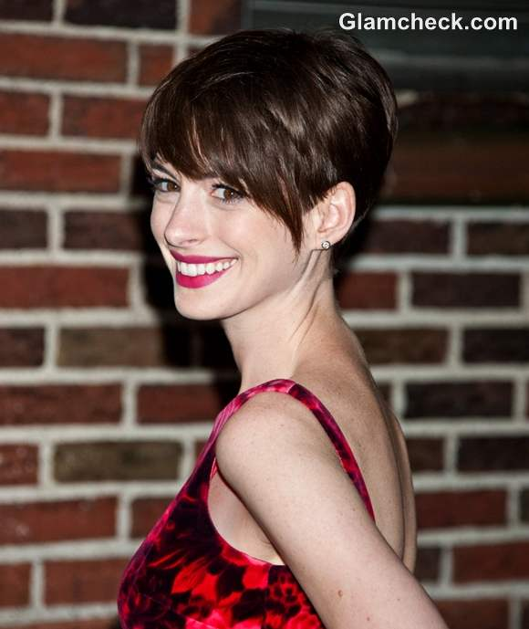 Anne Hathaway Darling In Pixie Haircut On David Letterman Show