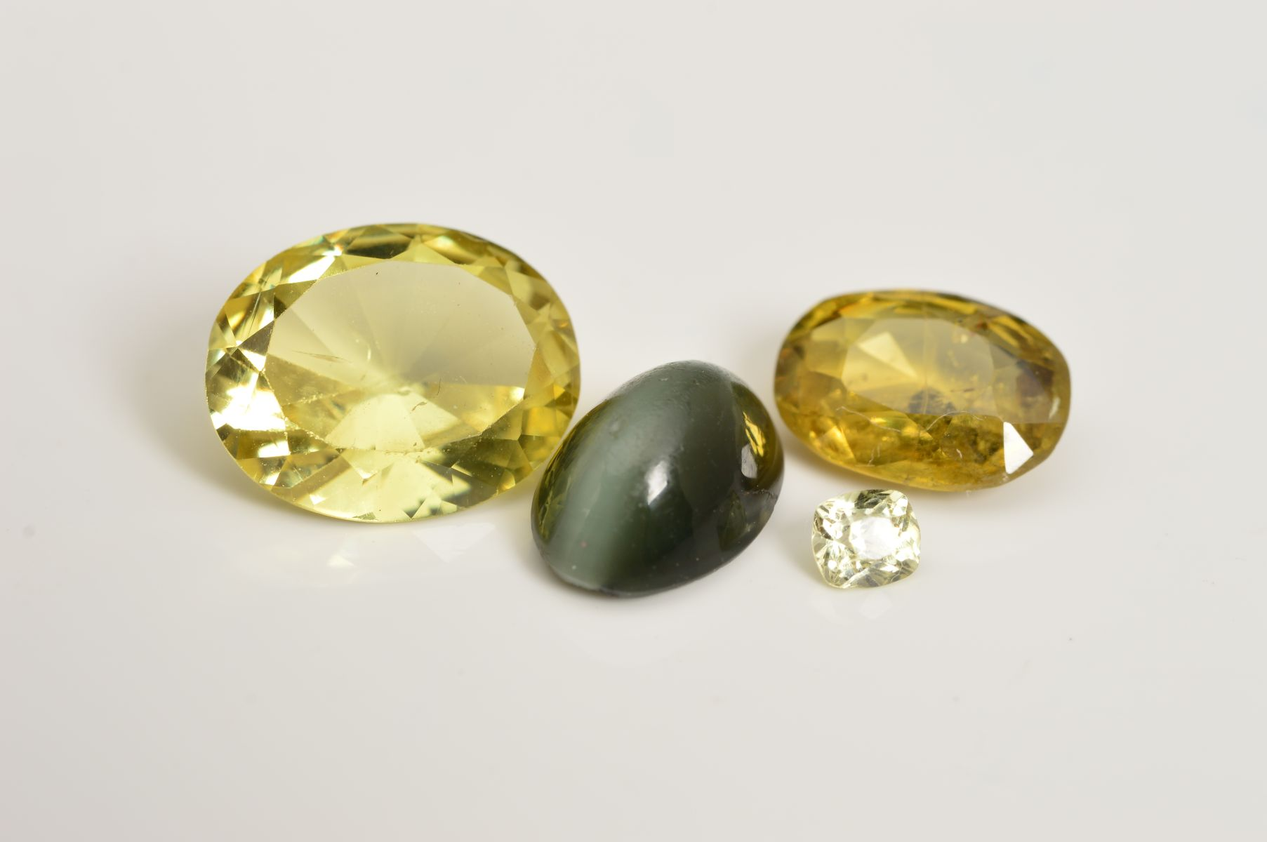A SELECTION OF FOUR CHRYSOBERYL GEMSTONES,03 Cts - Chasseurs de Pierres