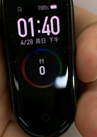 Mi Band 4 in hand