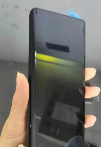 Leaked spy photos of Mate 30 Pro's alleged display
