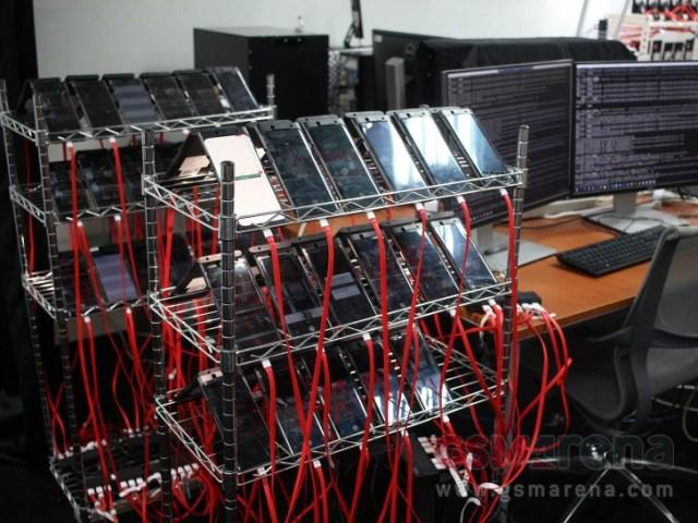 Rulează teste de stres automate pentru a verifica stabilitatea funcțiilor de bază ale camerei