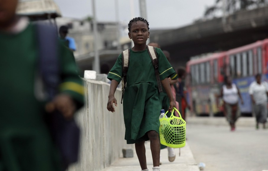 COULD THIS BE CHANGE!!! PEOPLE NOW SNATCH FOOD PACKS FROM SMALL PUPILS TREKKING TO SCHOOL IN NIGER STATE