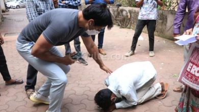Sonu Sood Interacts With People Who Gathered Outside His Residence