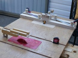 A mini woodworking portable workshop on a 3 legs