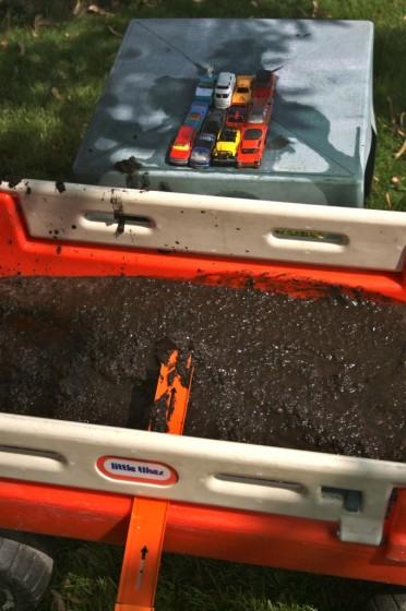 wagon full of mud and hot wheels cars