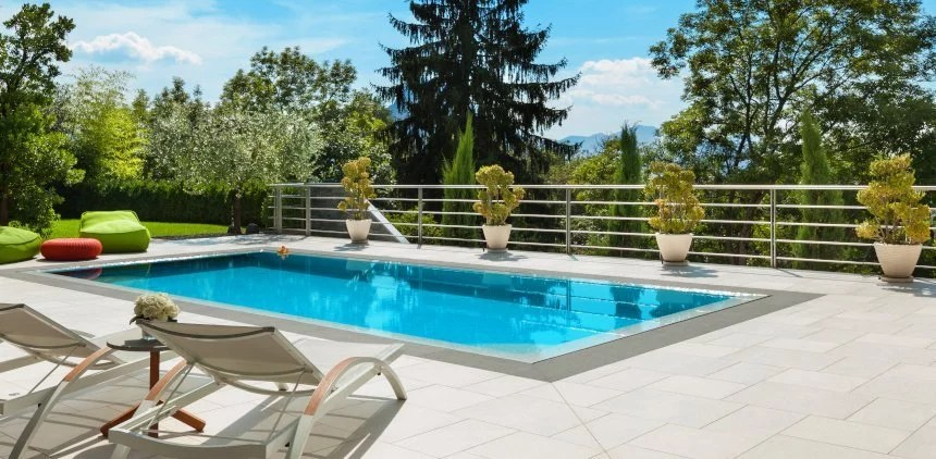 Chlorine alternatives for cleaning the pool