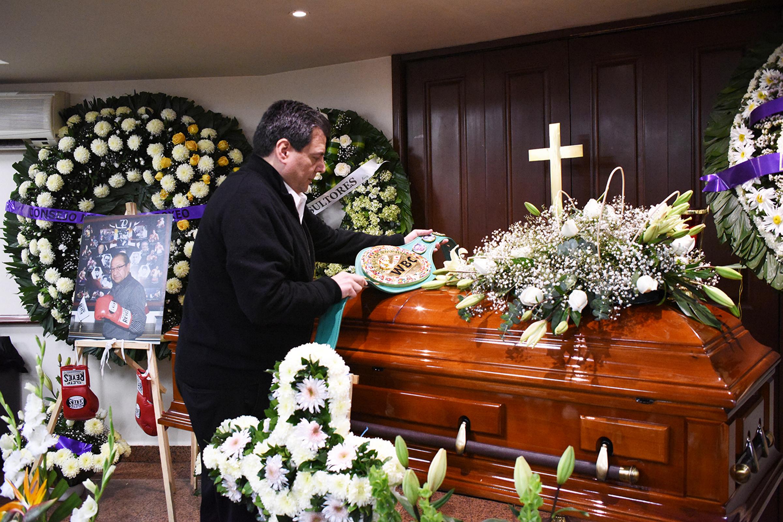 Familiares Y Amigos Dan Ultimo Adios A Cleto Reyes En La
