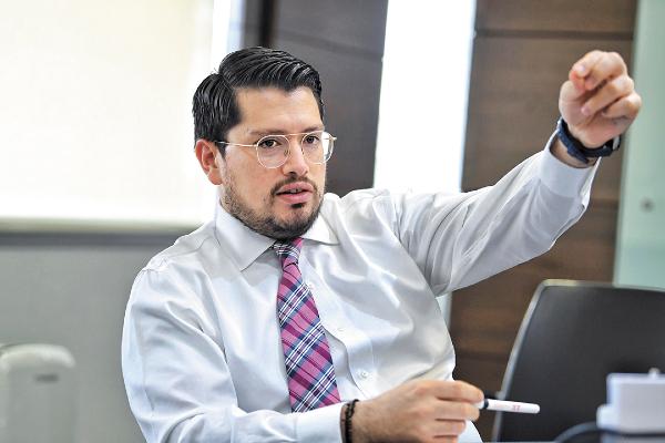 FUTURO. El director del Infonavit dijo que hay otro programa para unir dos créditos de derechohabientes. Foto: Víctor Gahbler