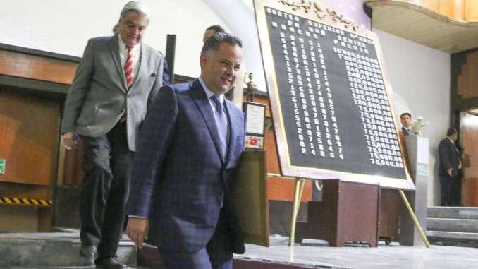 COMBATE. La UIF, a cargo de Santiago Nieto, presentó denuncias contra factureras. FOTO: CUARTOSCURO.COM