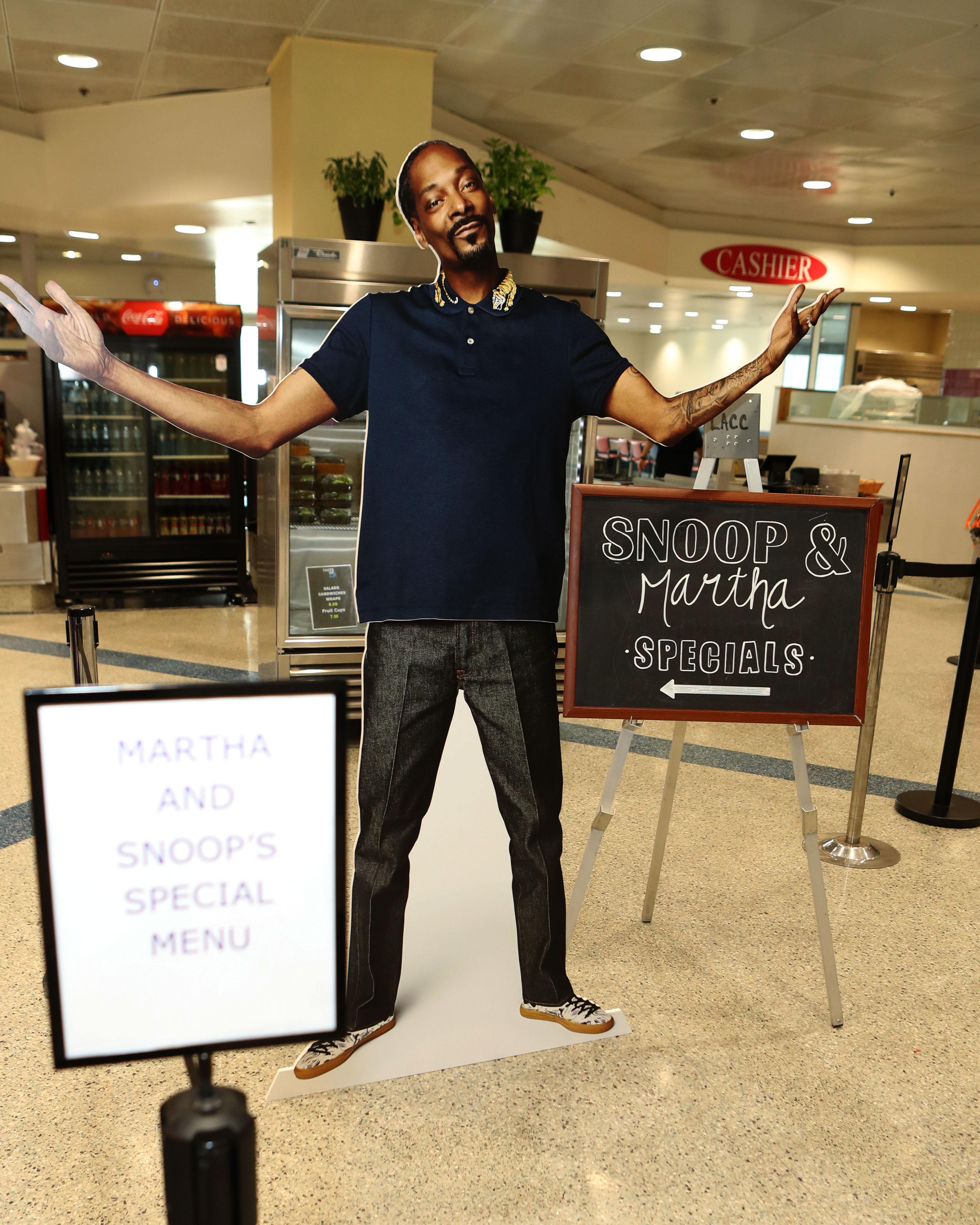 The Snoop Dogg and Martha Stewart Cookbook Does Not Disappoint The Snoop Dogg and Martha Stewart Cookbook Does Not Disappoint