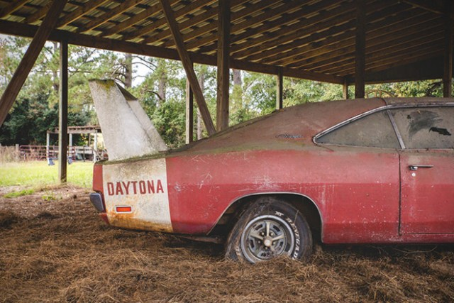 Barn Find- 1969 Dodge Daytona Charger 6