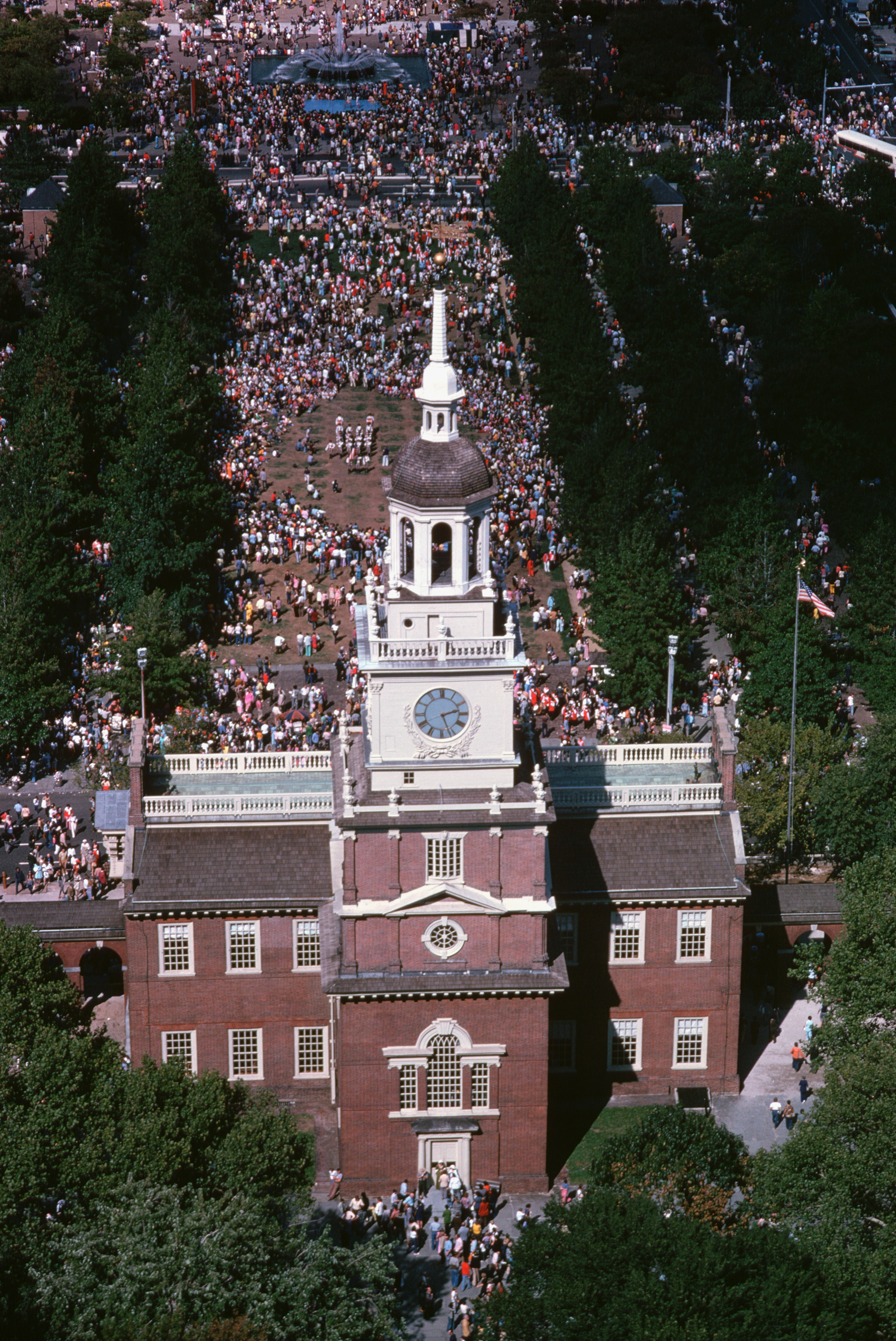 Liberty Bell And Independence Hall In Philadelphia 2