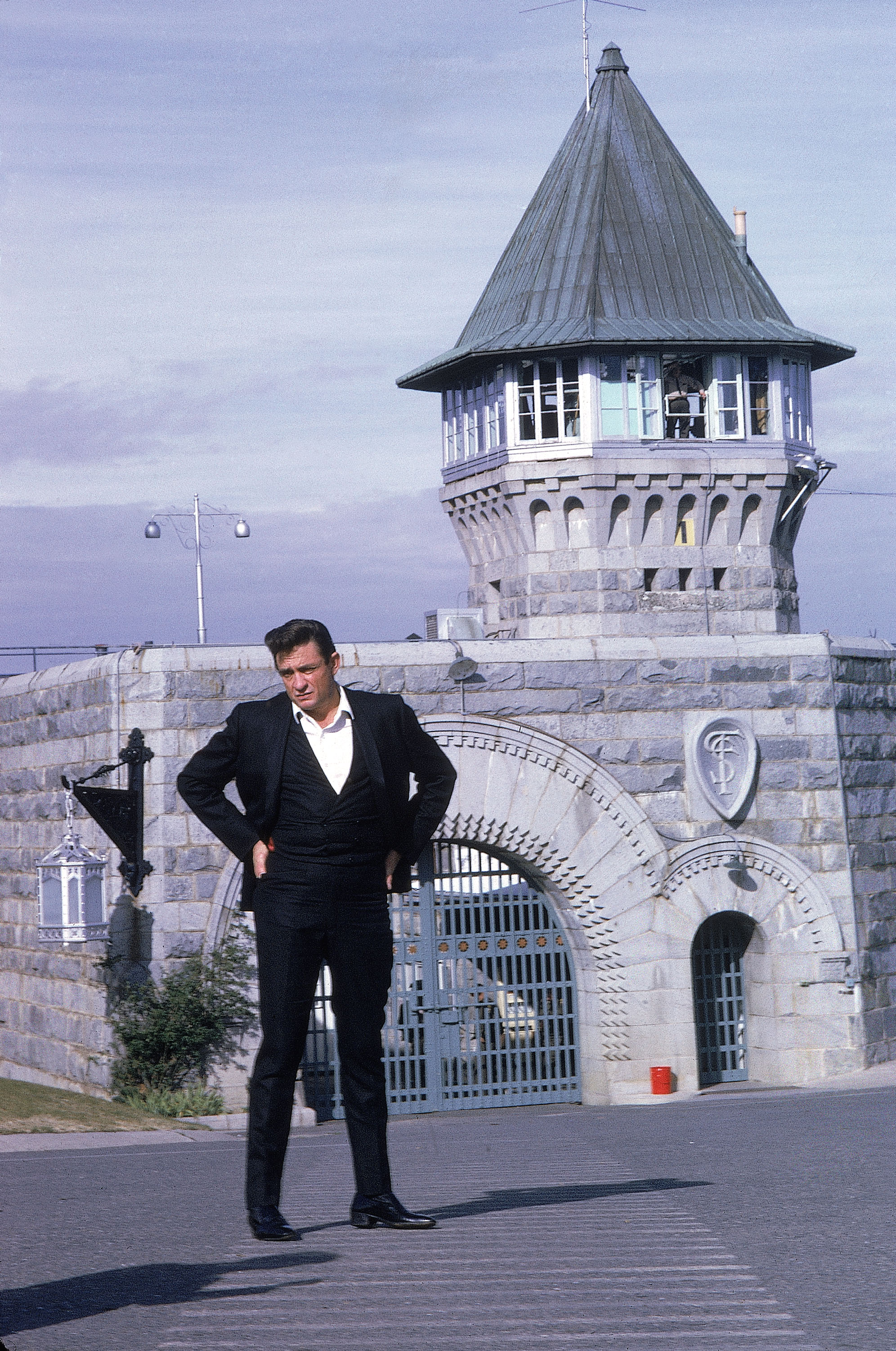 Country singer Johnny Cash posing outside the Folsom Prison before his performance. (Credit: Dan Poush/AP Photo)