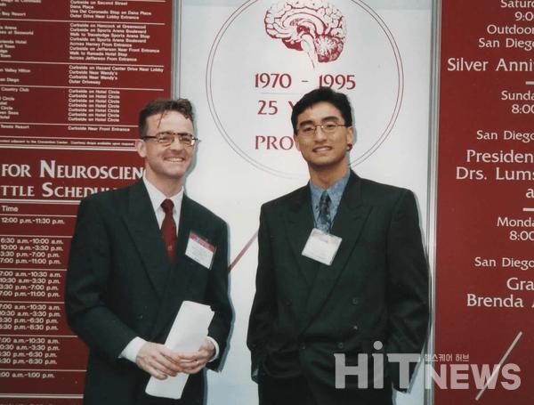 맥길대 대학원 당시 뇌신경학회에 참가해 발표했다. (1995년) 왼쪽은 연구소 동료였던 Dr. Olaf Stuve.