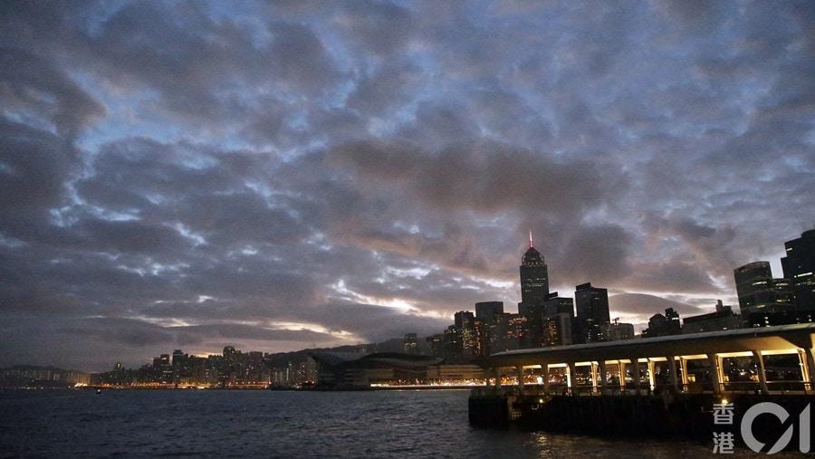 【天文臺】大致多雲 日間部分時間有陽光 氣溫介乎23至27度|香港01|天氣