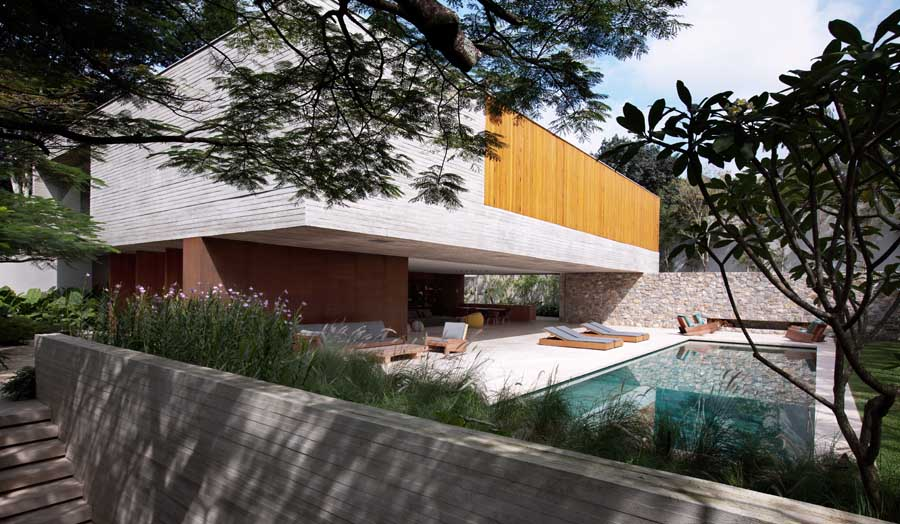 Spectacular Modern House With Open Design And Adjacent Pool