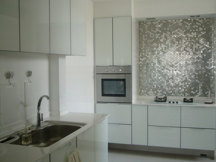 Metallic Mirrored Tiles Create Glamorous Backsplash Feminine