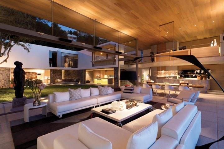 Modern Coastal House Living Room Interior Design Ideas
