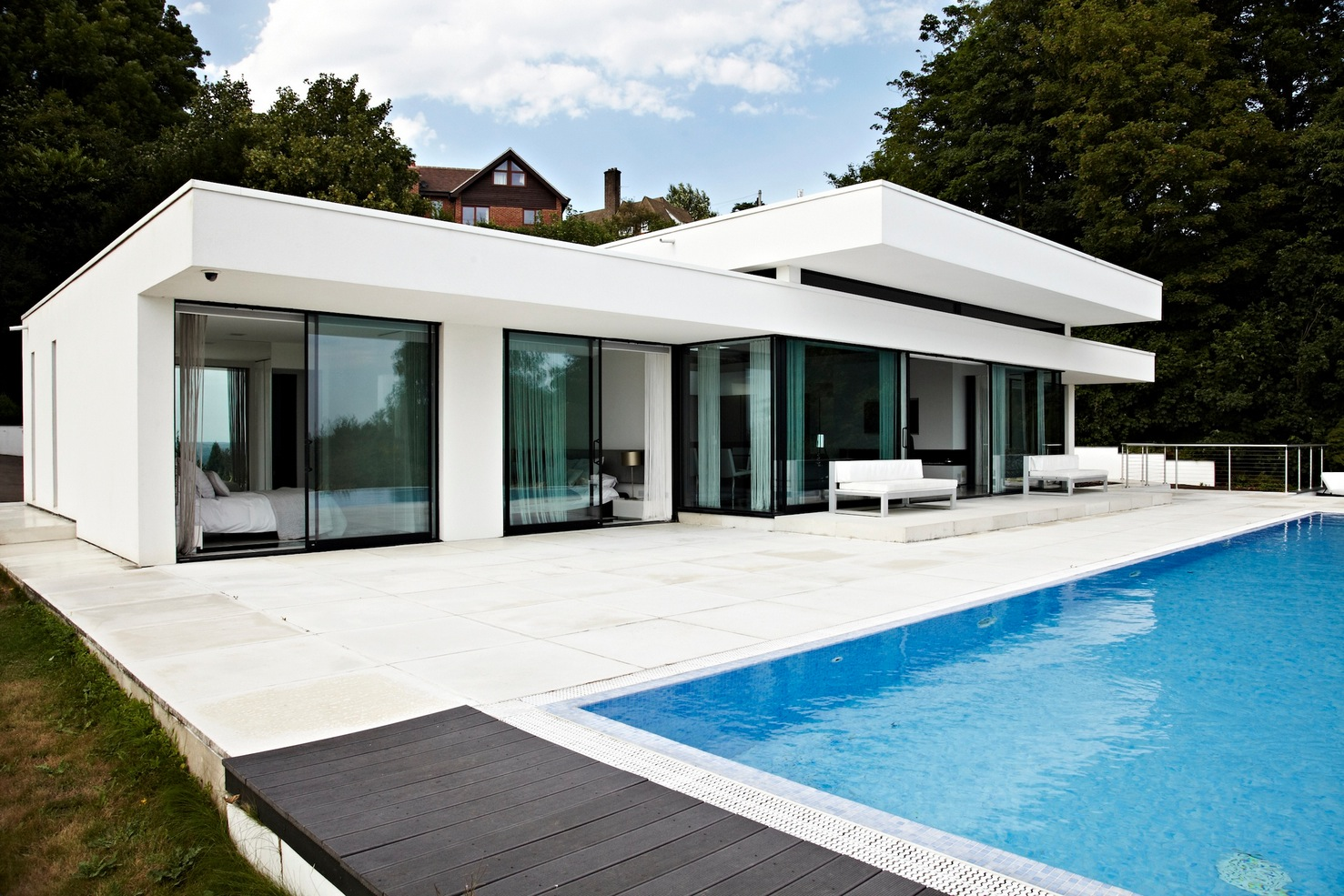 glass walls rear of home | Interior Design Ideas. on Modern Glass House Design  id=48583