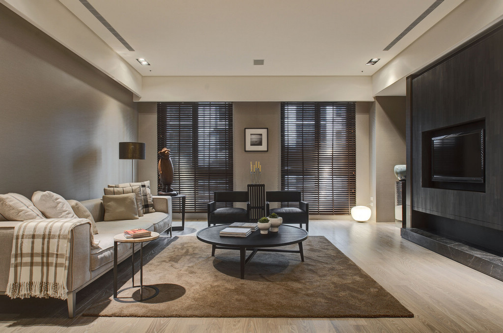 Two Chic Apartments With Adaptable Home Style