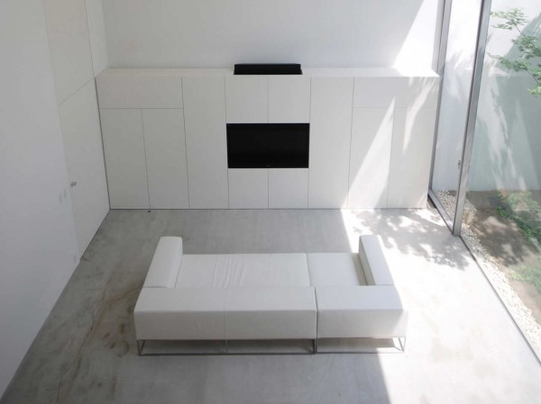 Minimalistic lines are the obvious influence of traditional Japanese interiors on contemporary spaces.