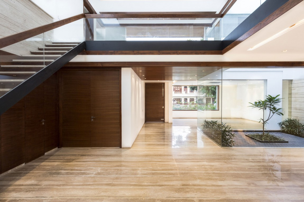 A Sleek, Modern Home with Indian Sensibilities and an ... on Interior:ybeqvfpgwcq= Modern House  id=20668