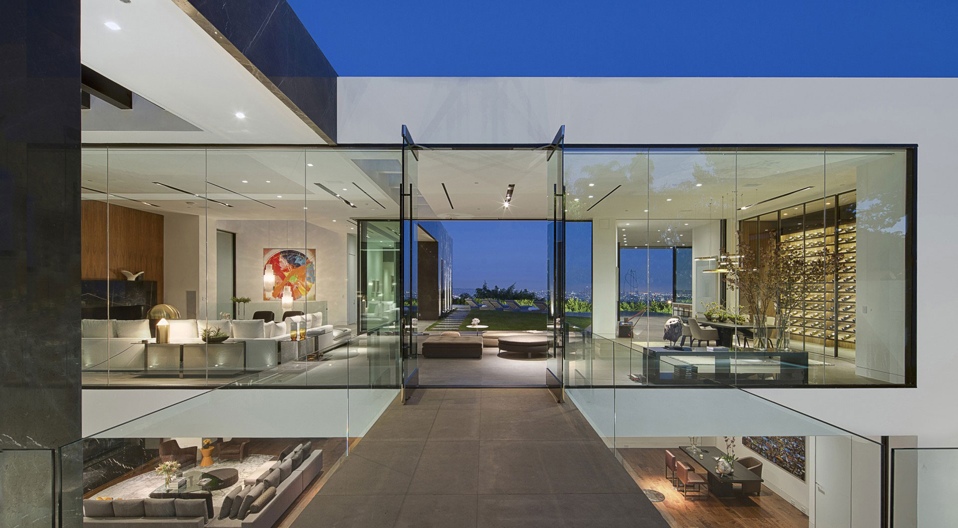 A Dramatic Glass Home Overlooking the L.A. Basin on Modern Glass Houses  id=25303