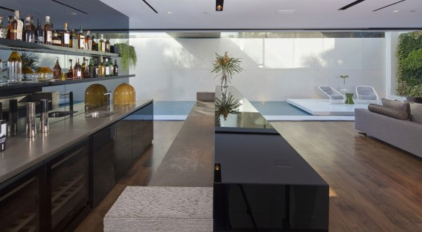 home design ideas A Dramatic Glass Home Overlooking the L.A. Basin