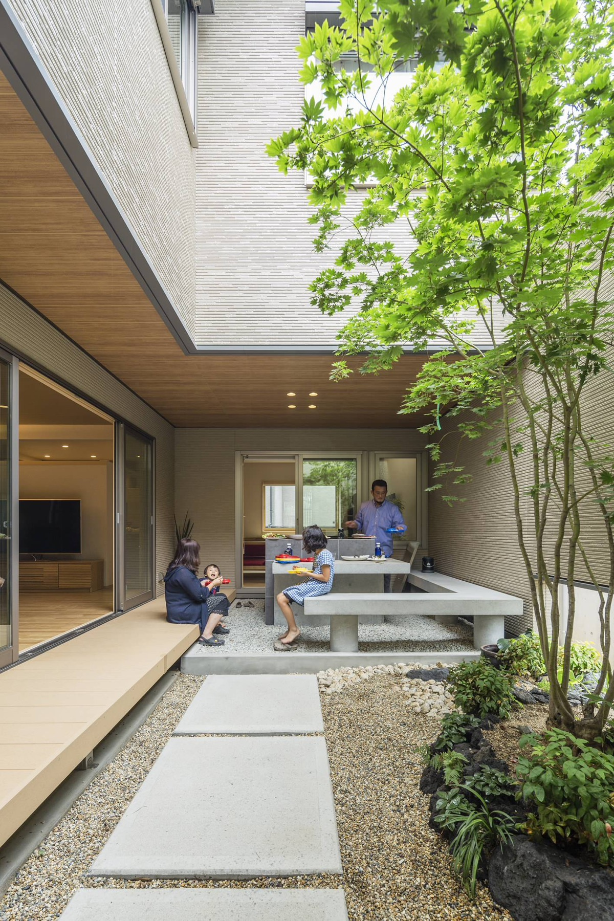 51 Captivating Courtyard Designs That Make Us Go Wow on Courtyard Patio Ideas id=91945