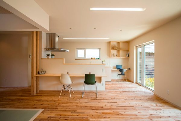 Flat-roof-skylight-600x400 Indoor Skylights: 37 Beautiful Examples To Tempt You To Have One For Yourself