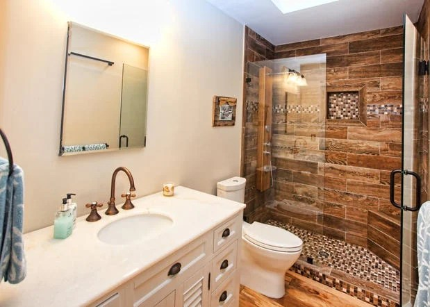 Small Bathroom Remodels: Spending $500 vs. $5,000 | HuffPost on Small:xmqi70Klvwi= Kitchen Remodel Ideas  id=99713