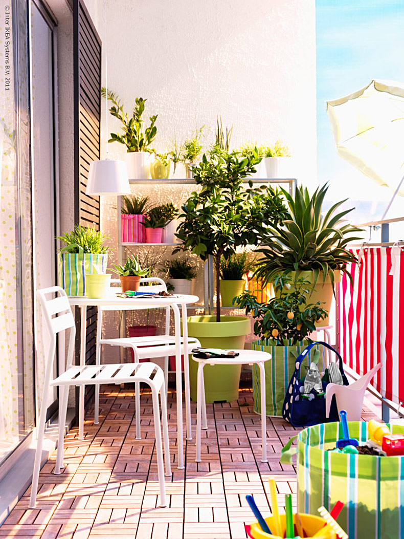 33 Apartment Balcony Garden Ideas That You Will Love ... on Apartment Backyard Patio Ideas id=74109