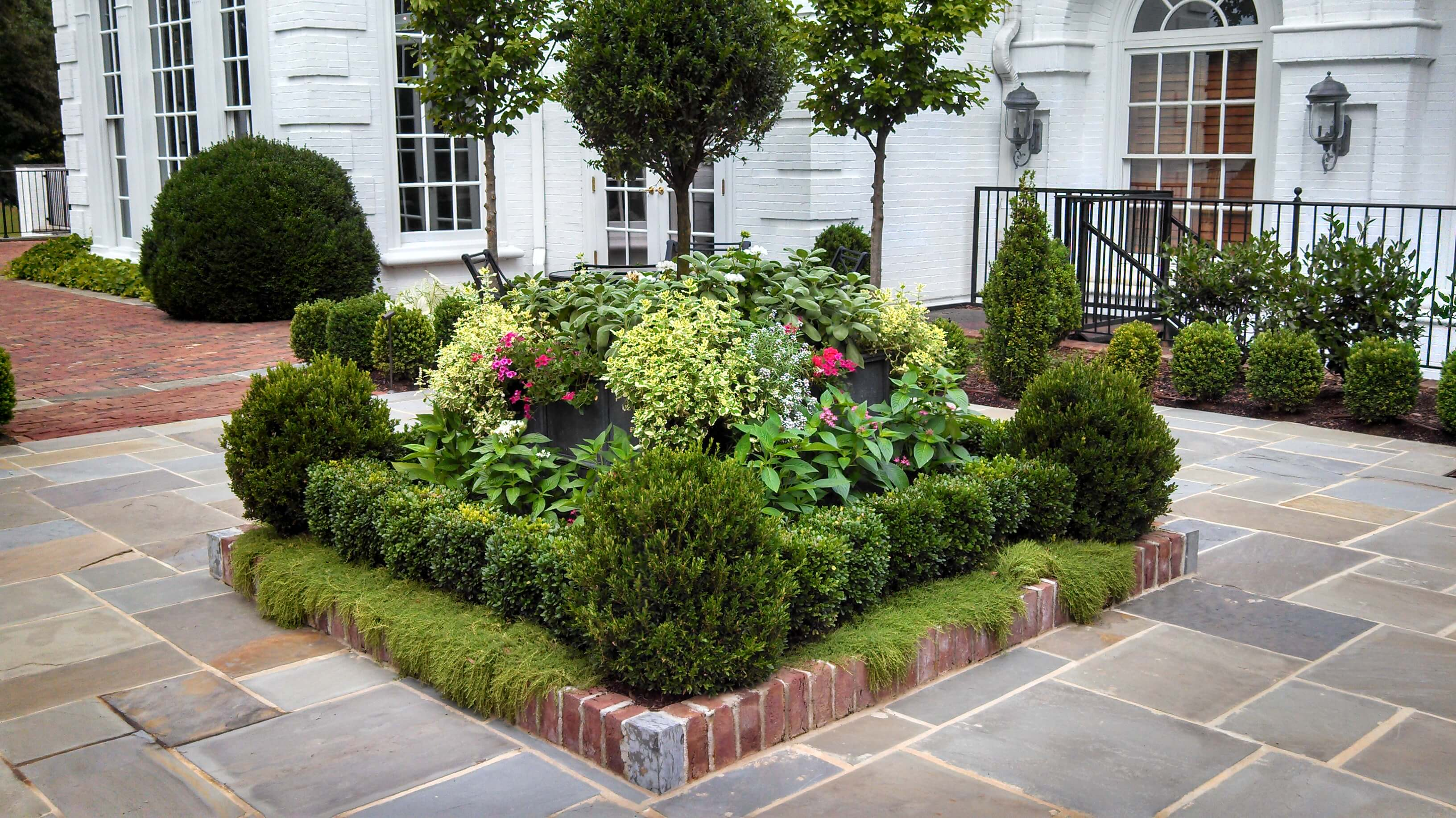 50 Best Front Yard Landscaping Ideas and Garden Designs ... on Front Yard Patio Design Ideas id=21248