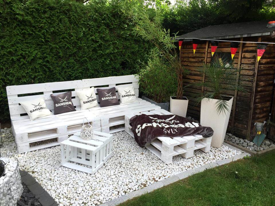 27 Best Outdoor Pallet Furniture Ideas and Designs for 2017 on White Patio Ideas id=81745