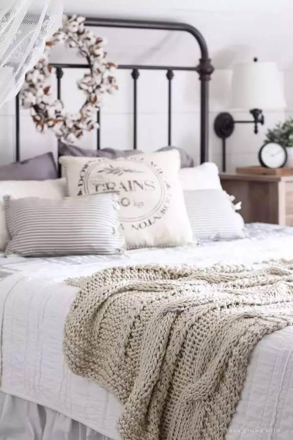 39 Best Farmhouse Bedroom Design and Decor Ideas for 2017 on Farmhouse Bedroom Curtain Ideas  id=67015