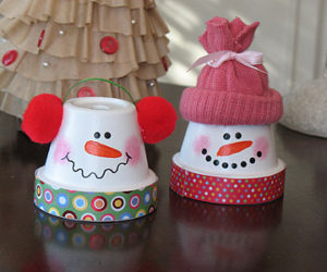 10 Simple Snowmen Ideas for your Holiday D    cor Nice DIY Snowmen from Terra Cotta Pots