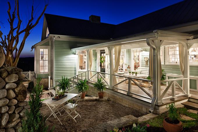 Renovated 1800s Farmhouse In Austin