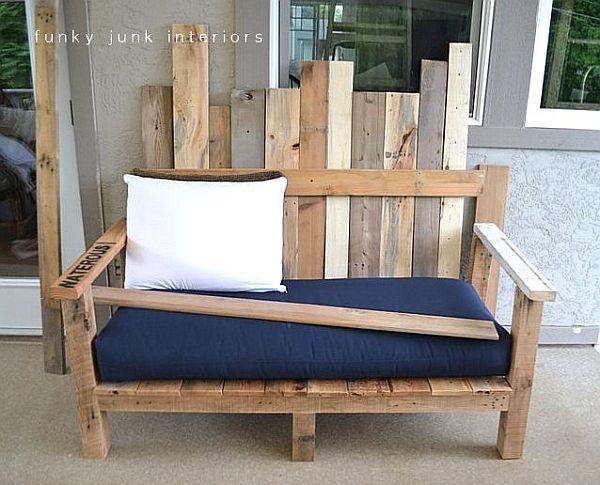 divano da esterni realizzato con i bancali