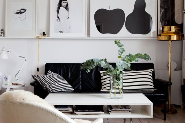 Beautiful Black And White Décor In A Small Apartment