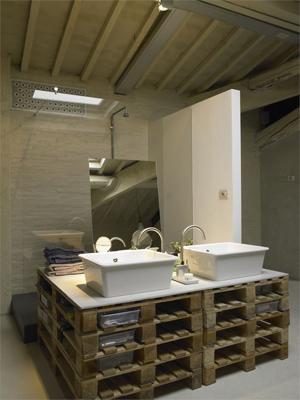 A modern loft where reclaimed pallets were cleverly ... on Pallet Design  id=51661