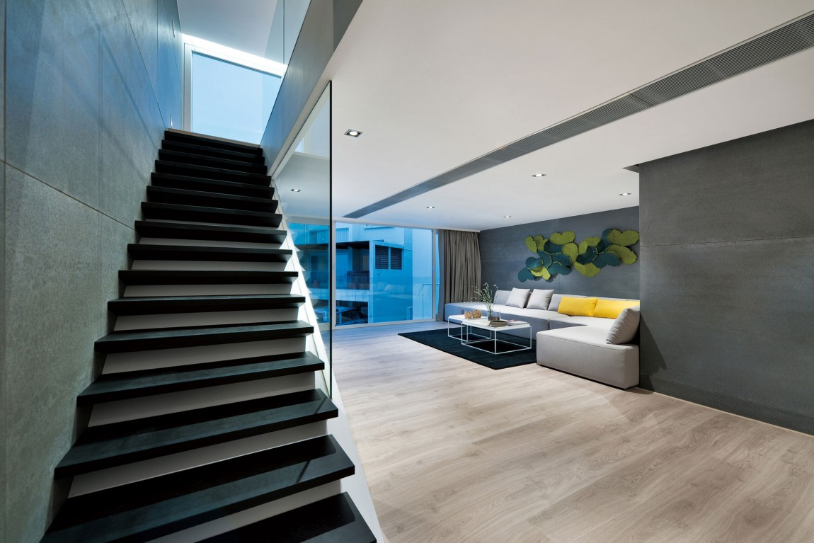 Unconventional Hong Kong House Makes The Garage Part Of