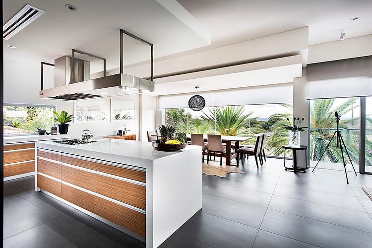 Modern Rectangular House Impresses With A Splendid ...