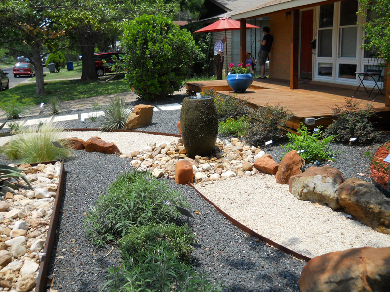 Curb Appeal: 20 Modest yet Gorgeous Front Yards on No Grass Backyard Ideas  id=87109