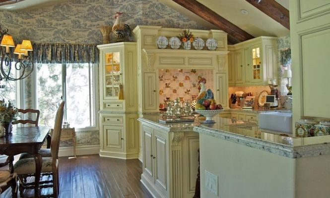 Kitchen Small Black And Cream Cottage With Italian Country Style Inspiring Design Photos House Home Designs