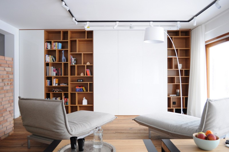 Colorful-apartment-in-Poland-living-room-bookshelves